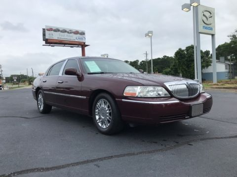 Pre-Owned 2006 Lincoln Town Car Designer